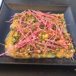 Une belle carte: Carpaccio de maigre, vinaigrette mangue-orange et ris de veau caramélisés de M.