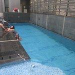 La minuscule piscine, appréciable après une journée à la découverte de HK