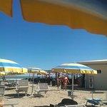 Обед на пляже - все разбежались по кафе и ресторанам
