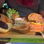 planche foie gras jambon de pays et crevettes