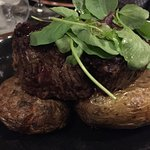 El filete, como lo sirven en realidad (véanse las patatas), que es como lo comí yo...