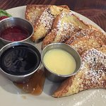 French Toast with dipping sauce