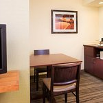 King Suite – Kitchenette & Dining Area
