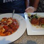 Linguine in spicy sauce with shrimp & linguiça; & crab cakes
