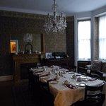 salle où les petits déjeuners conviviaux sont partagés avec nos hôtes et les autres voyageurs