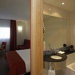 Photo de Holiday Inn Express Malaga Airport