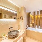 Grau Roig Hotel Andorra Authentic Bathroom
