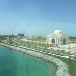 Photo de Khalidiya Palace Rayhaan by Rotana