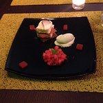 Le dessert : tartare de pastèque, mousse coco et glace