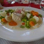 Poisson sauce hollandaise aux petits légumes et fèves fraîches
