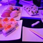Photo de Raw Sushi In The Sky