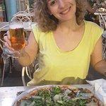 Una exquisita pizza Zíngara y una caña!! Disfrutando de la buena compañía! #gracias #angelo #fer