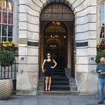 Bellissima facciata dell'edificio storico che accoglie l'hotel Corthouse.