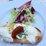 menu terroir, entrée : brushetta au munster et mozarella buffala