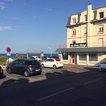 Le Beau Rivage, la mer, le parking