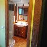 Baño con hidromasaje habitación verde