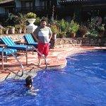 En el area de piscina se puede apreciar el comedor...incluso sirven en esta area.
