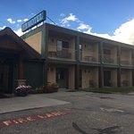 Armstrong Inn