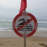 la plage au pied de la résidence, interdire à la baignade