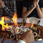 Dingis-Khan-Spieß, brennend serviert! Immer wieder ein Erlebnis!