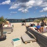 Mega coole Location direkt am Strand mit nettem Personal und guter Musik