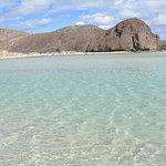 Azules y prístinas, la mejor playa de la Baja.