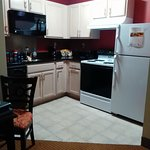 Fully equipped kitchen including dishwasher.