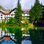 Photo de Hotel Pragser Wildsee