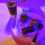 petit thé à la menthe et pignon accompagné de ses douceurs sucrées