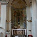 Un altare laterale, il dx