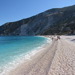 Lunga e spaziosa spiaggia di ciotolini