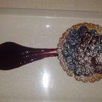 crostata con crema e frutta fresca, leggera e deliziosa