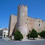 Il Castello visto da piazza della Repubblica
