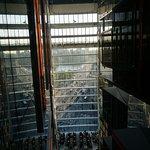 エレベータ横にある窓からビッグベンが見えます。