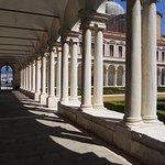 Antiguo claustro de la abadía benedictina de San Giorgio, hoy biblioteca Nuova Manica Lunga.
