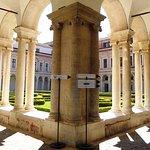 Claustro de la antigua abadía benedictina.