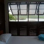 Espace détente à l'extérieur de la chambre près de la piscine