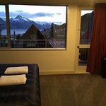 2階メインベッドルームと眺望。2階からも良い眺めです。