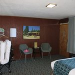 Main room of room 60 (with rollaway).
