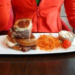 Roast beef sandwich with stringy potatoes