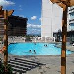 20160826_150754Hilton Québec pool_large.jpg