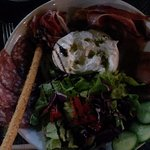 Salade de rubbatta et charcuterie excellente