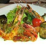 salade de légumes cuits et gambas