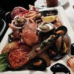 Une assiette de crustacés