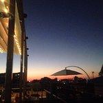 Особенность этого заведения- небо во время заката!!!) 🌇