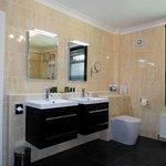 Gloucester Suite bathroom