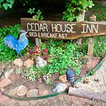 Photo de Cedar House Inn & Yurts