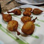 un entrante de menú: muslitos de codorniz