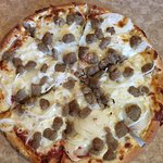 Small Pizza with Ground Beef and Oniom