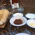 Еда потрясающая))) все быстро , вкусно и с улыбкой